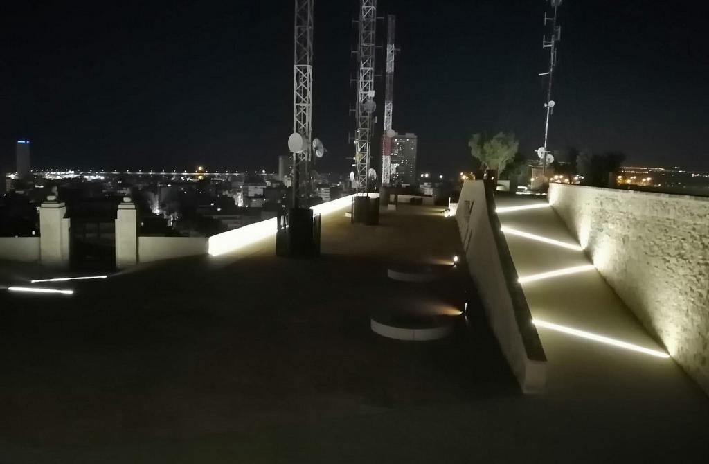 La explanada de las antenas ya se ha rehabilitado mientras se prepara su retirada Foto Ayuntamiento de Alicante