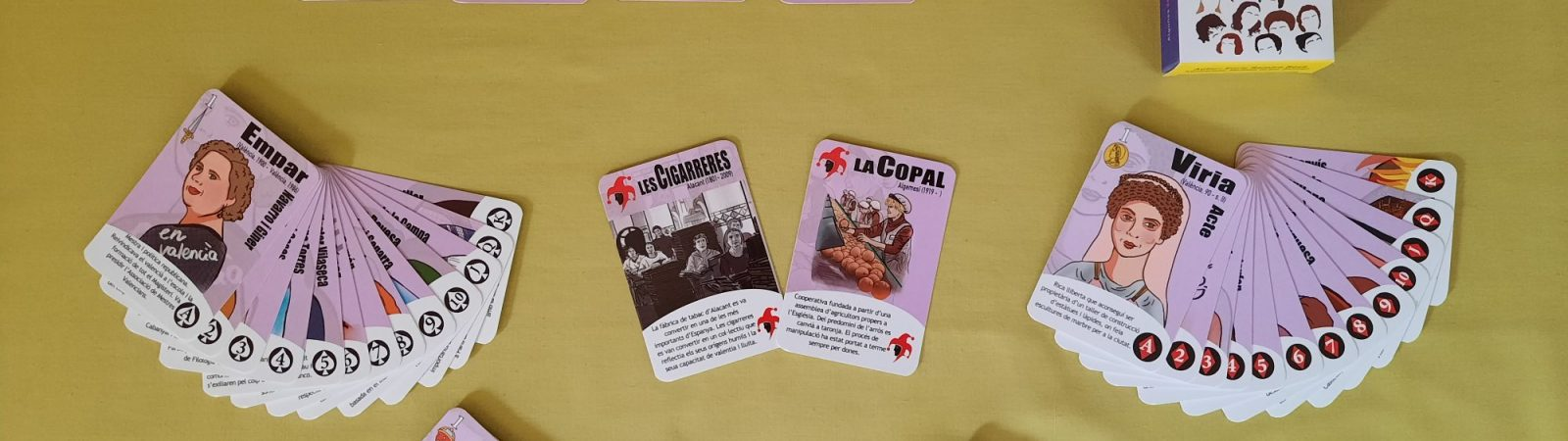 El profesor de la UJI Enric Ramiro y la filóloga Meritxell Girbés han creado esta baraja.