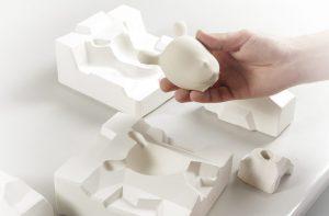 La reutilización es una prioridad que se marcaron en Lladró, así lo aplican en los moldes de escayola.