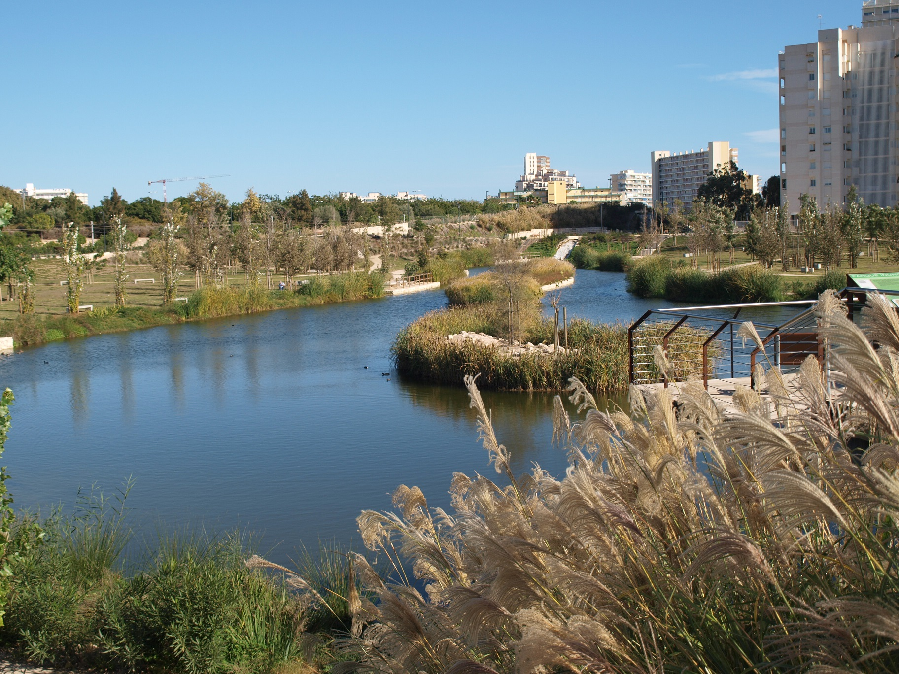La infraestructura del parque de la Marjal en Alicante es un ejemplo de la recuperación verde que impulsa el pacto social de Hidraqua.