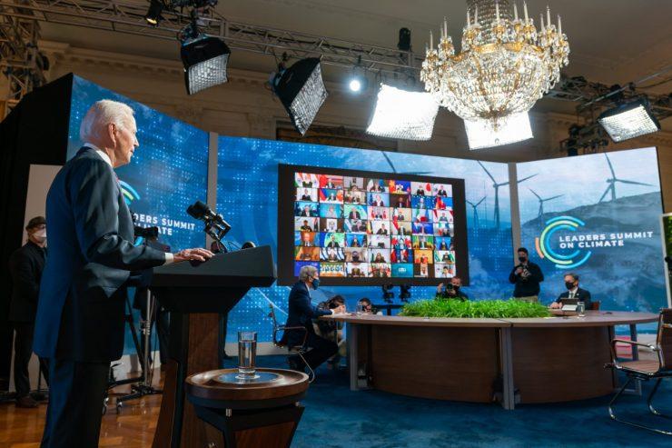 El presidente Biden durante la videoconferencia mundial sobre medioambiente. Foto: Adam Schultz