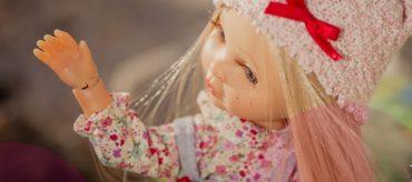 Un fabricante de muñecas, Berjuan, lanza el reto para encontrar el material con que sustituir el vinilo de las muñecas.