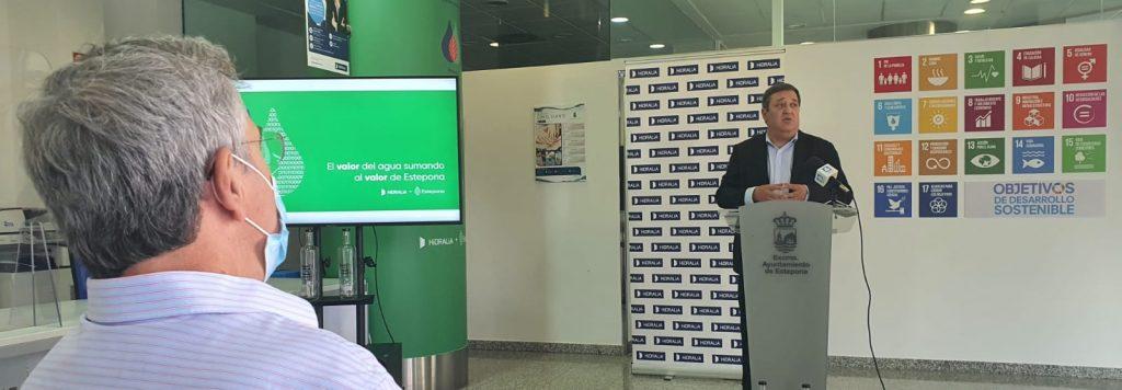 Fulgencio Díaz, durante la presentación en Estepona de la telelectura.