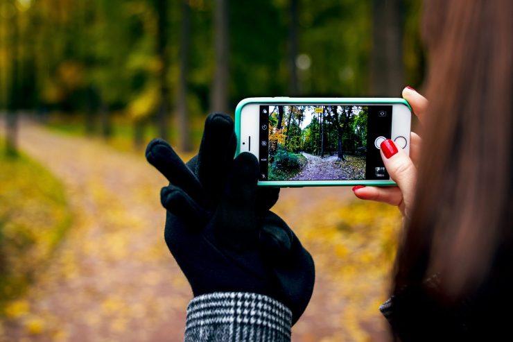 """""""Esta generación aún está a tiempo de hacer las paces con la naturaleza"""". Ese podría ser el lema tras el concurso de vídeos Tú la llevas que lanza la Fundación Aquae. Foto: Artem Beliaikin"""