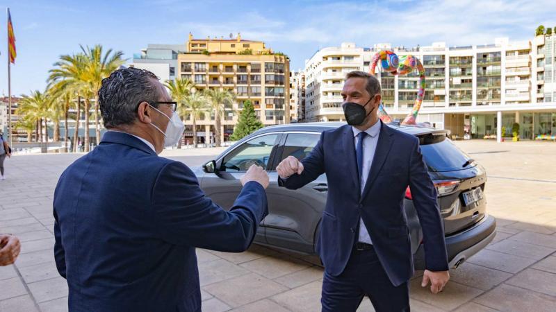 Toni Pérez recibe a Fernando Valdés en su llegada a Digital Tourist.
