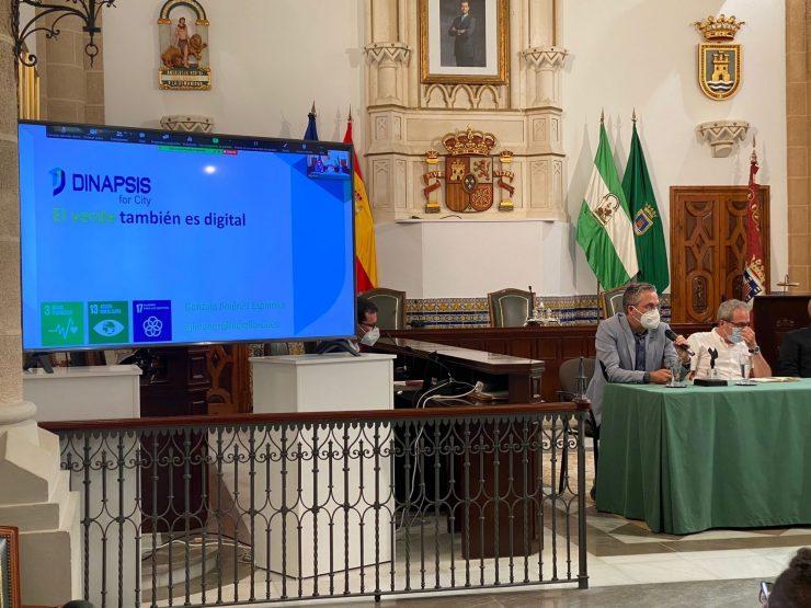 Dinapsis ha presentado en el encuentro de ciudades inteligentes sus servicios basados en la digitalización.