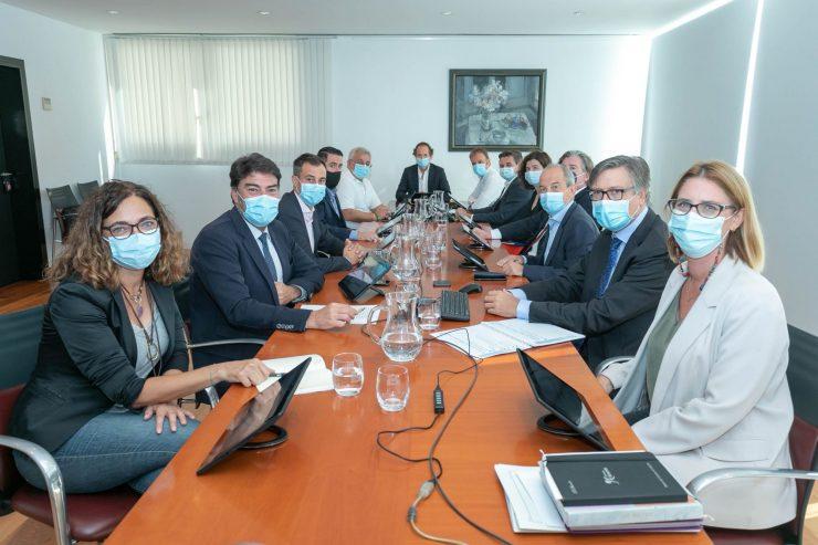 El proyecto de una planta solar para 2022 es una de las conclusiones avanzadas en el Consejo de Aguas de Alicante.