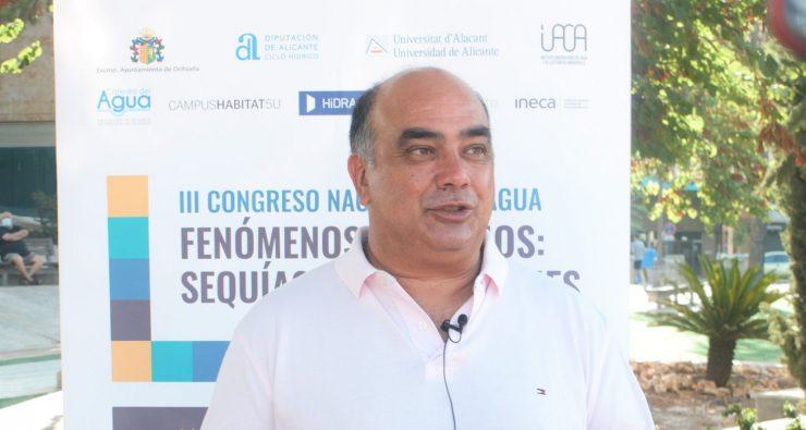 Víctor Valverde, concejal de Orihuela, demanda más inversiones para abordar el problema de los episodios climatológicos extremos.