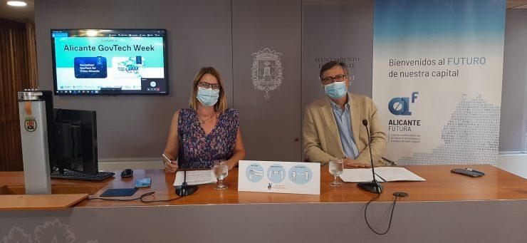 Mari Carmen de España y Javier Díez en la presentación de Alicante GovTech Week.