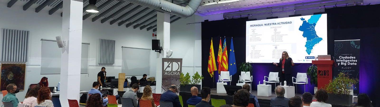 María José Toledo ha presentado en el congreso de Alcoi las soluciones de Hidraqua para mejorar la resiliencia de las ciudades mediante la digitalización.
